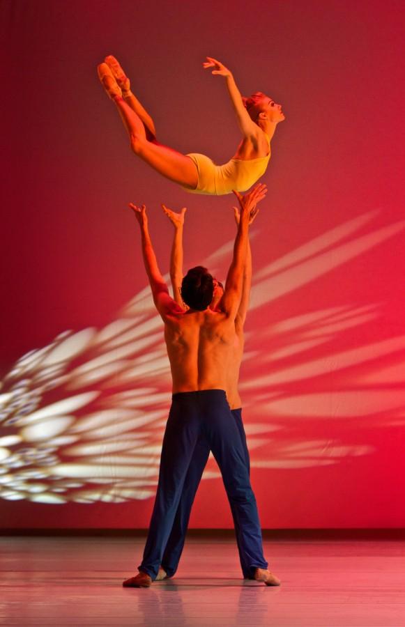 Smuin Ballet dancers Erica Felsch, Jonathan Dummar & Joshua Reynolds in the West Coast premiere of Helen Pickett's 'Petal' (Photo: