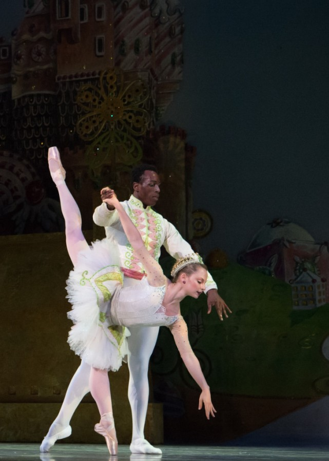 Chantelle Pianetta as the Sugar Plum Fairy and Bobby Briscoe as the Cavalier in Oakland Ballet Company's production of Graham Lustig's THE NUTCRACKER (Photo: David DeSilva)