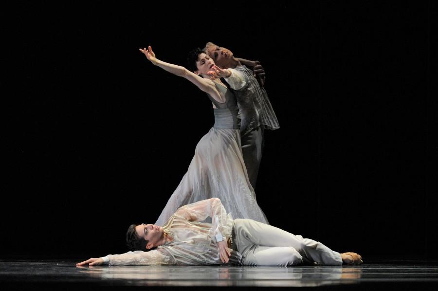 San Francisco Ballet in Christopher Wheeldon's GHOSTS (Photo: Erik Tomasson)