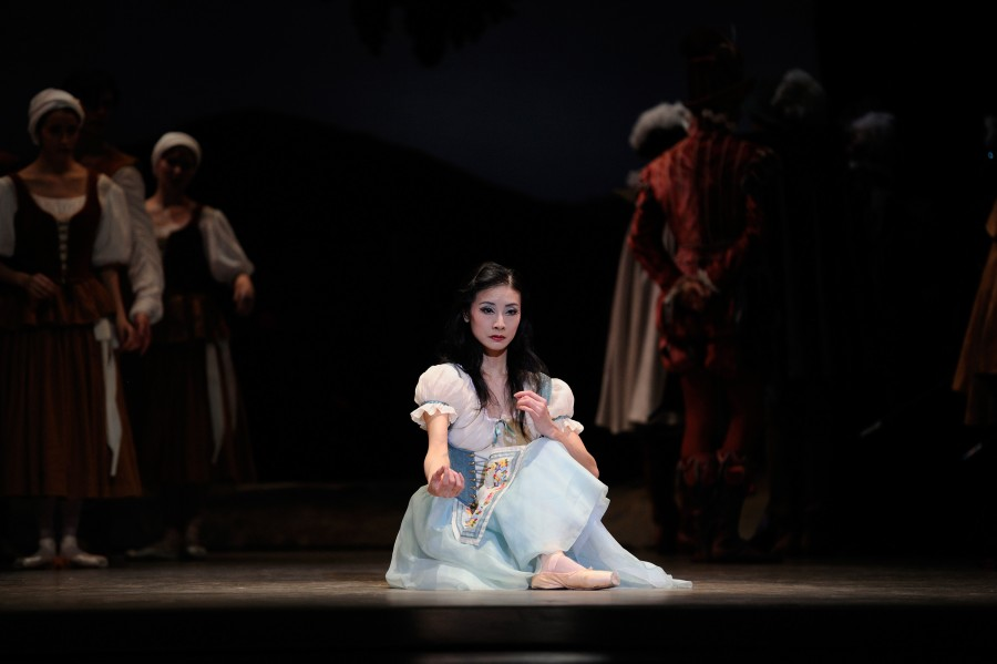 Yuan Yuan Tan in the mad scene of Act I of GISELLE (Photo: Erik Tomasson)