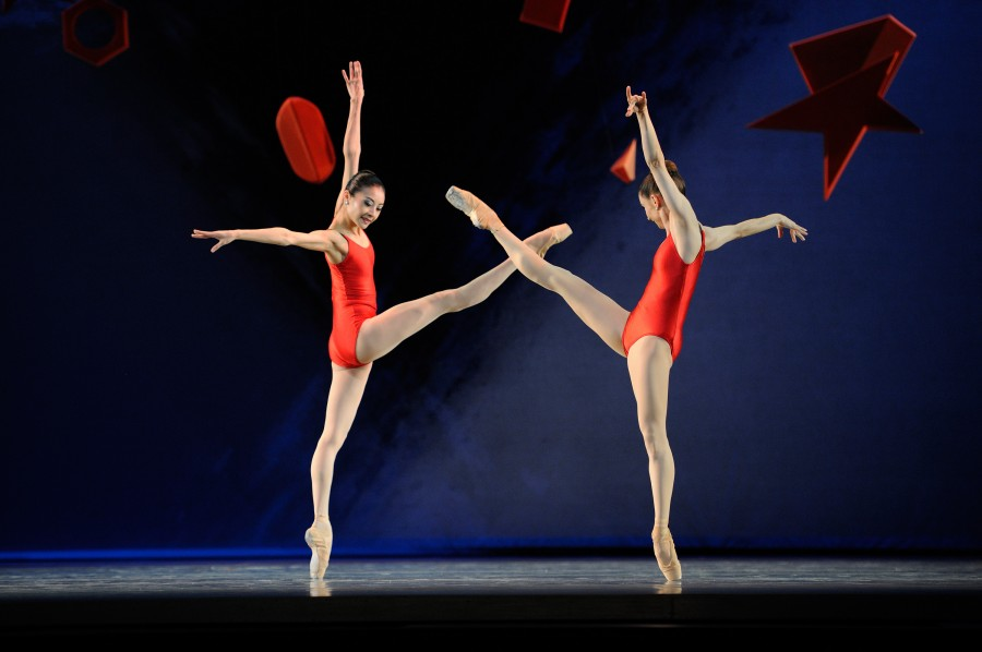 Yuan Yuan Tan and Maria Kochetkova in Piano Concerto #1 from Ratmansky's SHOSTAKOVICH TRILOGY (Photo: Erik Tomasson)