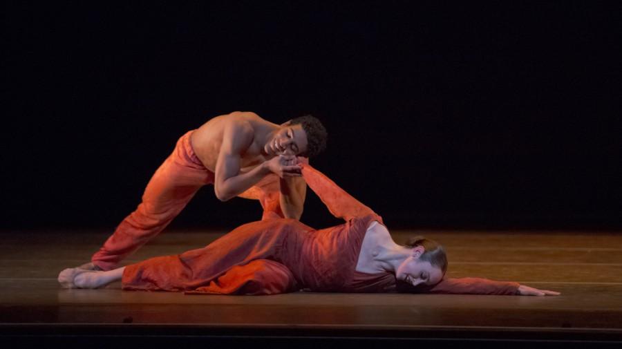 Jordan Kindell and Alison Roper in Nacho Duato's COR PERDUT (Photo: Blaine Truitt Covert)