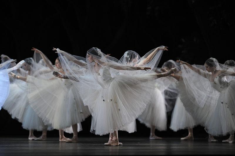 San Francisco Ballet in GISELLE (Photo: Erik Tomasson)