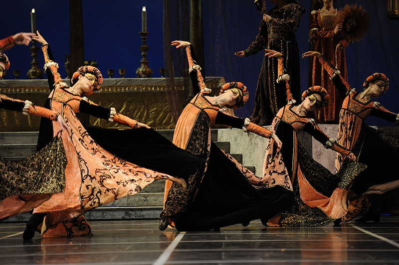 San Francisco Ballet in the ballroom scene of Helgi Tomasson's ROMEO AND  JULIET (Photo: Erik Tomasson)