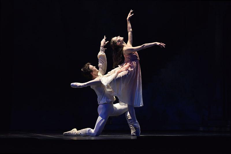 Carlos Quenedit and Sarah Van Patten in ROMEO AND JULIET (Photo: Erik Tomasson)