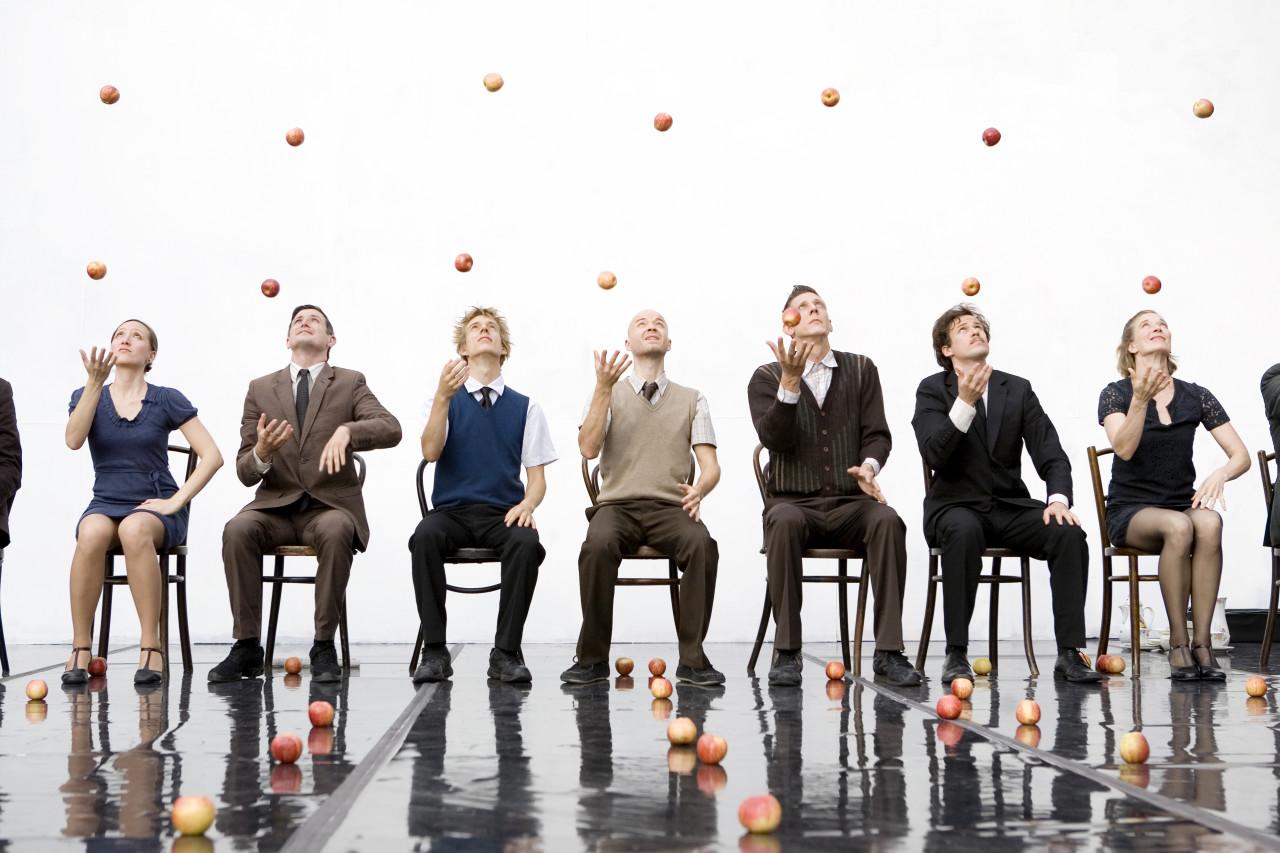Gandini Juggling in SMASHED (Photo: Ludovic des Cognets)