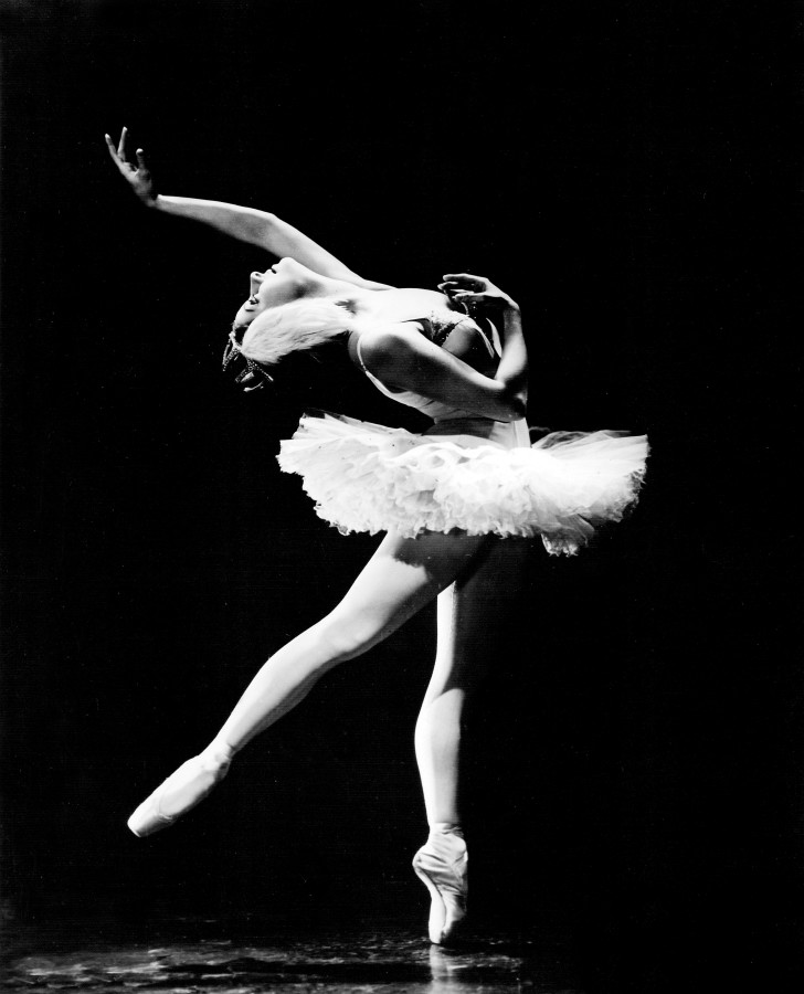 "American Ballet Theatre dancer Alicia Alonso in ""Swan Lake,"" 1945. (Photo by Maurice Seymour)"