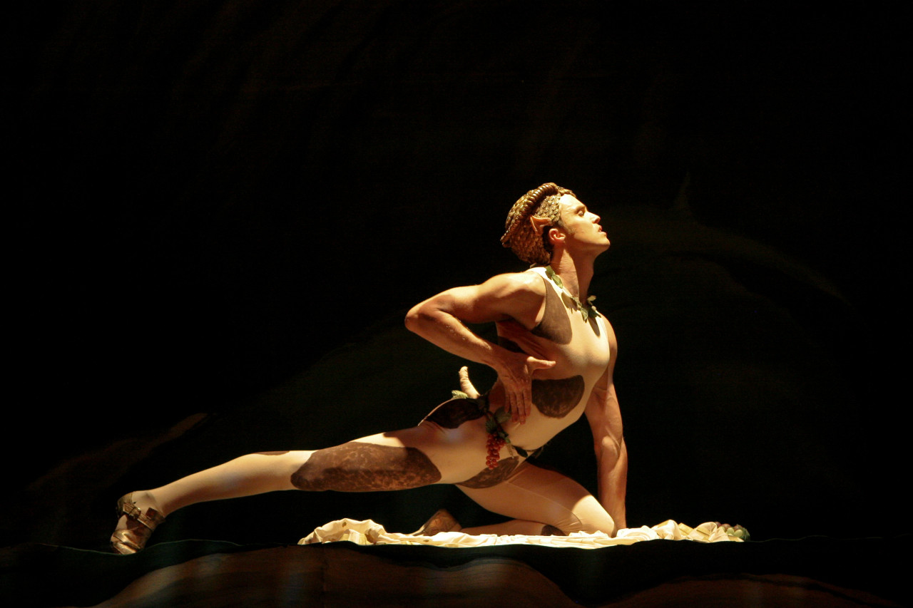 Ethan White in Vaslav Nijinsky's L'Après-midi d'un Faune, restaging by Ronn Guidi. Photo: Marty Sohl