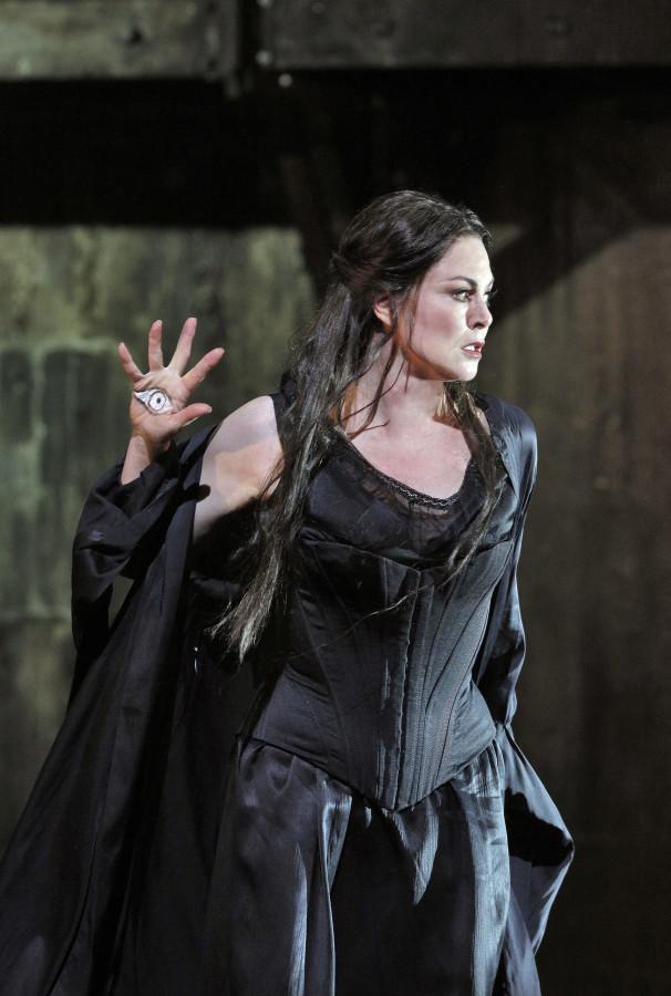 The magnificent Anna Caterina Antonacci as Cassandre in Berlioz's Les Troyens at San Francisco Opera. ©Cory Weaver/San Francisco Opera