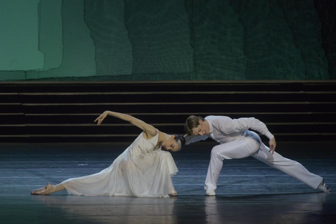 Diana Vishneva and Konstantin Zverev in Alexei Ratmansky's Cinderella (Photo: Vladimir Baranovsky)