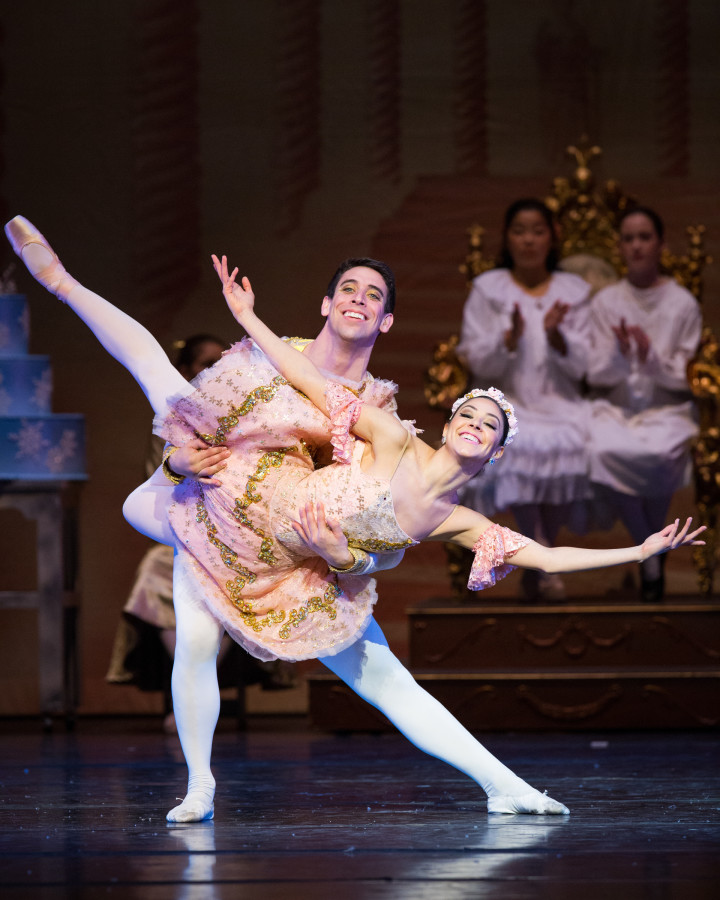 Bay Pointe Ballet in Bruce Steivel's THE NUTCRACKER (Photo: SOSKIphoto)