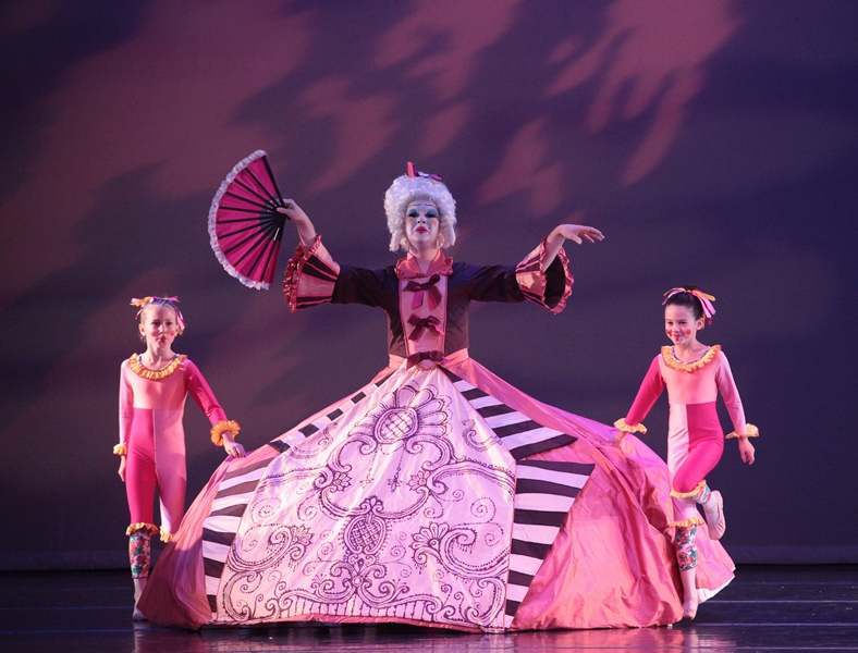 Stapleton Ballet's THE NUTCRACKER (Photo: Steven Caras)