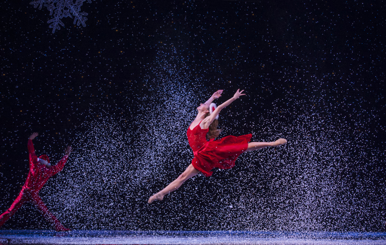 Smuin Ballet's THE CHRISTMAS BALLET (Photo: David Allen)