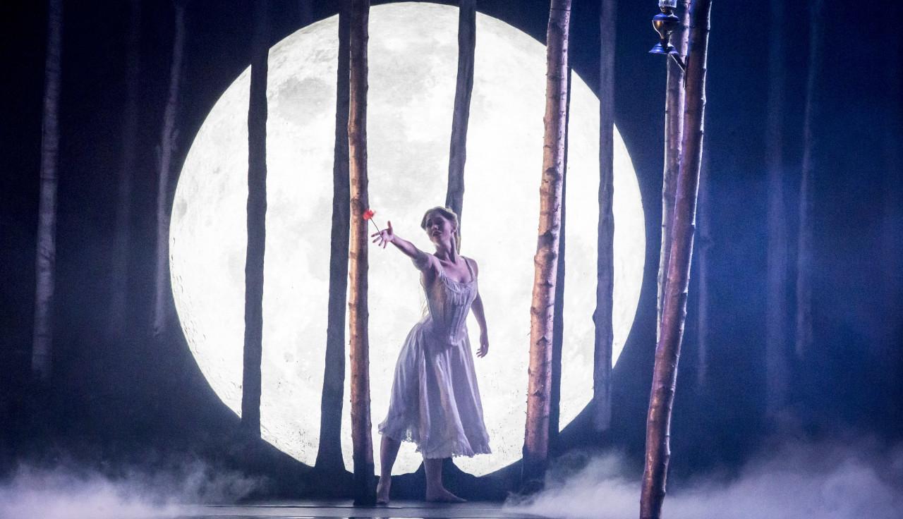 The luminous Ashley Shaw as Princess Aurora (Photo: Johan Persson)