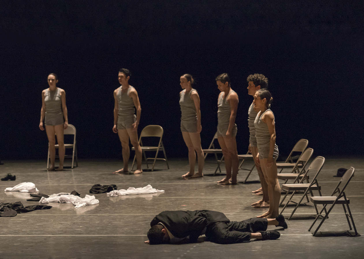 Silicon Valley Ballet company dancers  in Ohad Naharin's Minus 16 (Photo: Alejandro Gomez)