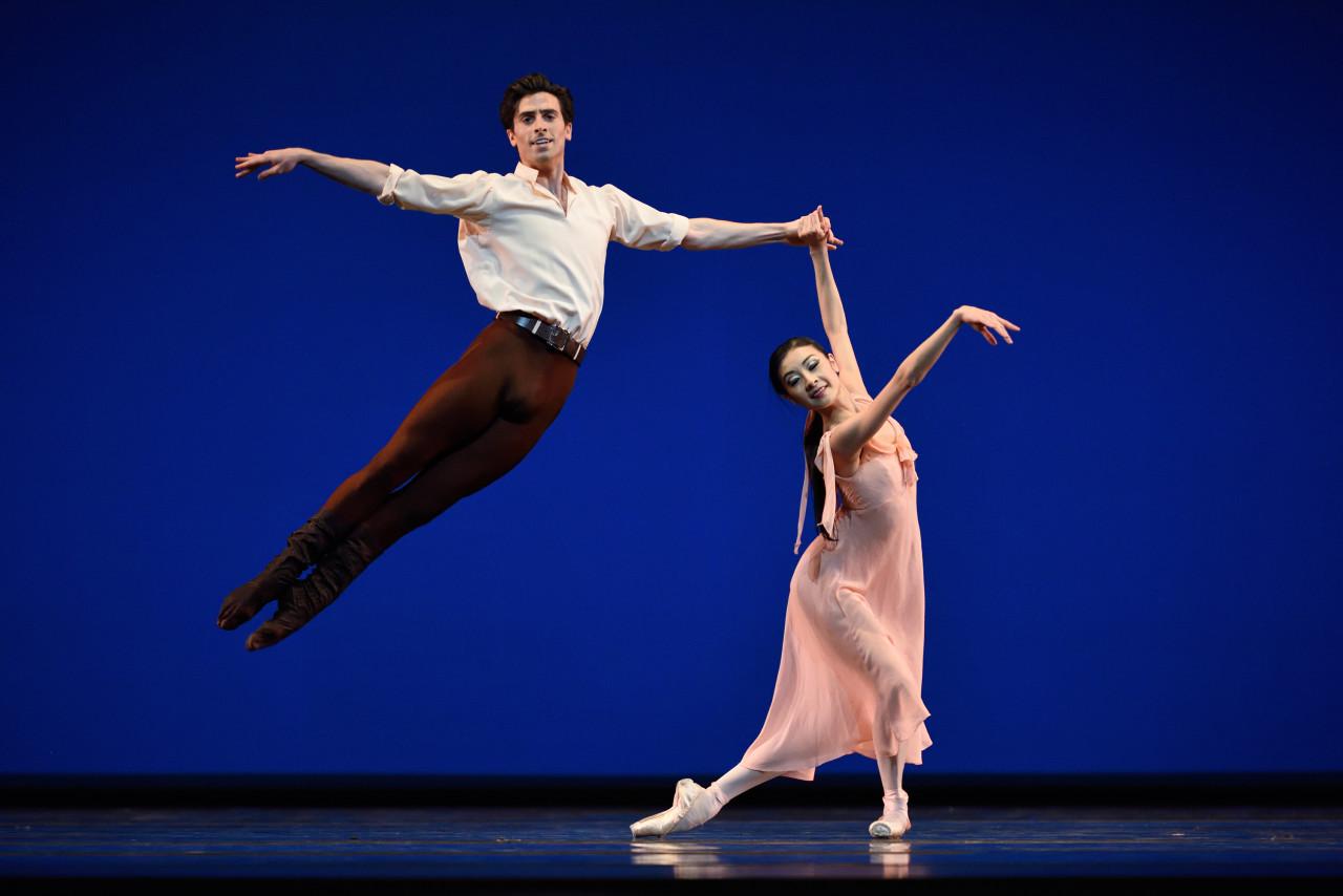 Joseph Walsh and Yuan Yuan Tan in Jerome Robbins' Dances at a Gathering (Photo: Erik Tomasson)