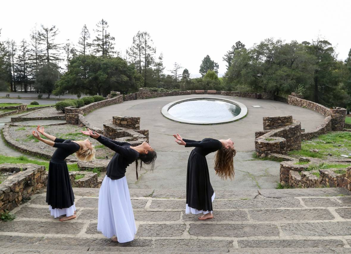 Chelsea Hill, Nina Wu and Nicole Casado in rehearsal for Sarah Bush's REACH at the Joaquin Miller Park (Photo: Lisa Harding)