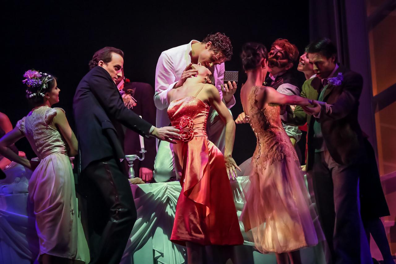 Milwaukee Ballet in Dorian Gray (Photo: Nathaniel Davauer)