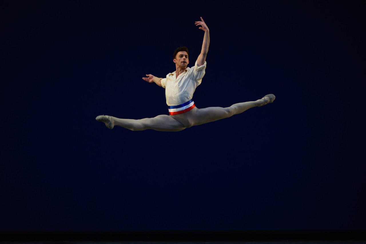 Taras Domitro in the pas de deux from Vainonen's Flames Of Paris (Photo: Erik Tomasson)